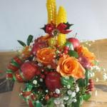 ホーリーとミツロウキャンドルを使ったクリスマスアレンジ