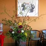 野バラの実とカンガルーポーのアレンジ