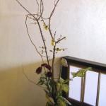ロウバイと木の実を使ったアレンジ
