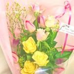 ツイン・ストロベリーキャンドルとバラの花束