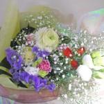 ラナンキュラスとカスミソウの花束