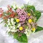 クラスペディアとワックスフラワーを使った花束