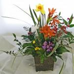 沈丁花と春のお花のアレンジメント