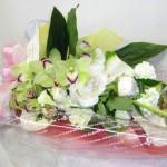 芍薬とシンビジウムの花束