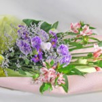 花菖蒲とトルコキキョウの花束