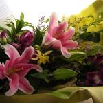 オダマキと百合の花束