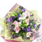 アスターとアルストロメリアの花束
