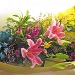 百合とオダマキの花束