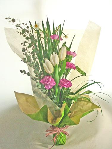 ユーカリとチューリップを使った花束
