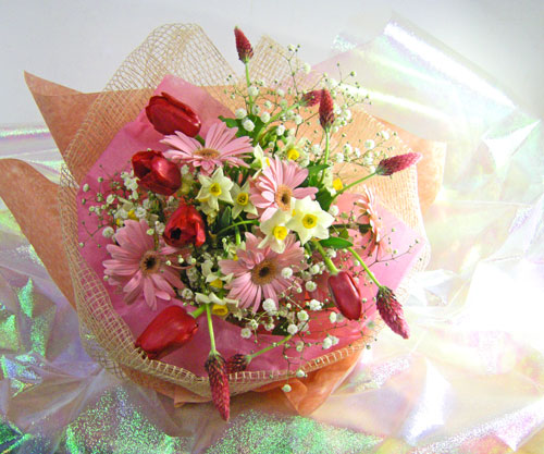ストロベリーキャンドルと水仙を使った花束