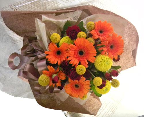ガーベラとクラスペディアを使った花束