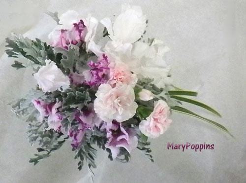 シクラメンとカーネーションを使った花束