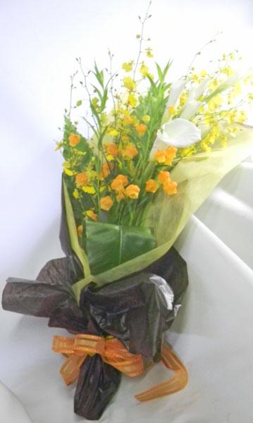 カラーとサンダーソニアの花束