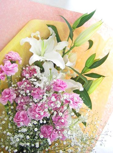 百合とカーネーションを使った花束