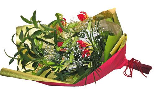 カサブランカとカスミソウを使った花束