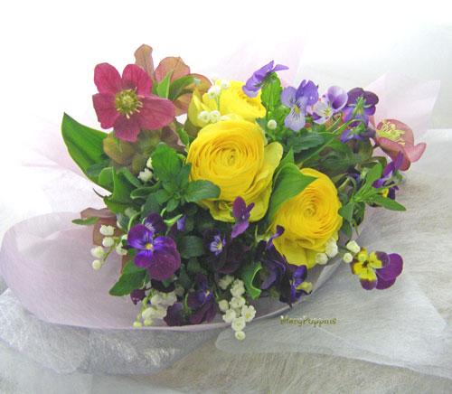 ヴィオラとスズランを使った花束