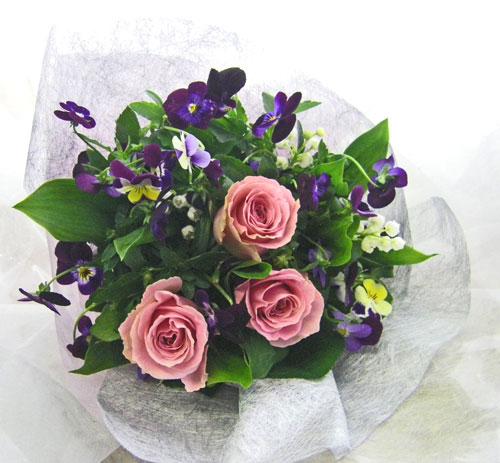 パンジーとビオラを使った花束