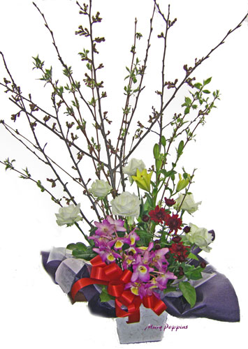 桜とデンドロビウムを使ったお祝いのアレンジメント