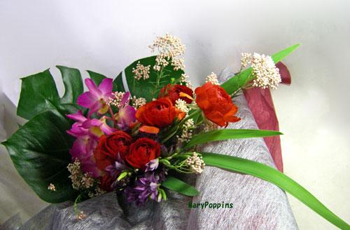 デンドロビウムとラナンキュラスを使った花束