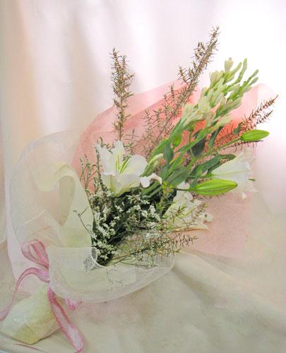 チューベローズとエリカの花束