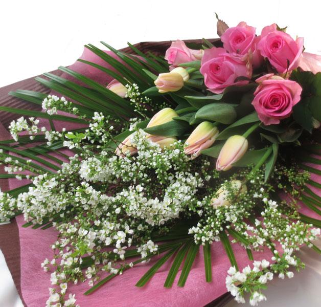 雪柳とチューリップの花束