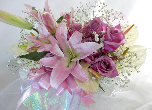アンスリウムと百合の花束