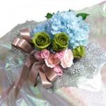 プリザーブドフラワーとバラのアジサイの花束