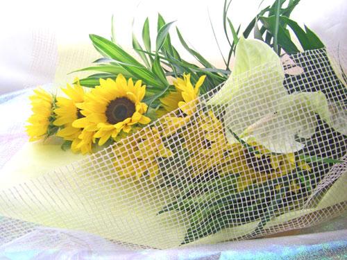 アンスリウムとひまわりの花束