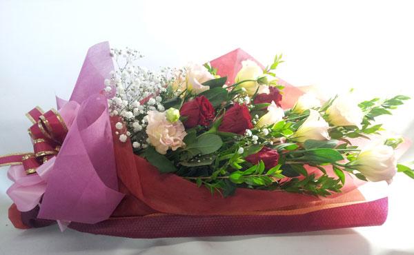 トルコキキョウとバラの花束
