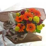 ピンポンマム(菊)とガーベラの花束