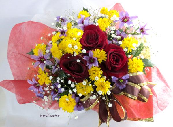 薔薇とスプレー菊のアレンジメント