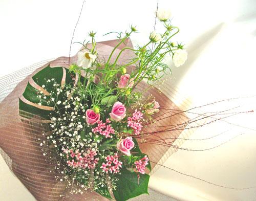 コスモスとブバルディアの花束