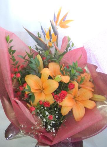 ギンバイカとスカシ百合の花束