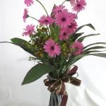 ガーベラとヘレニウムのポット付き花束