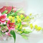 オンシジウムと百合の花束