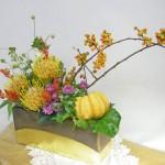 秋明菊とツルウメモドキのアレンジ