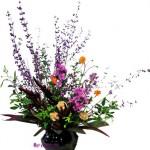 黄花コスモスと紫式部のアレンジ