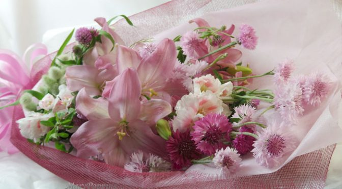 ヤグルマギクと百合の花束