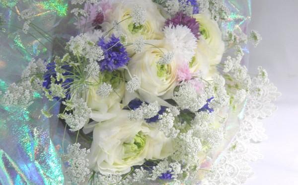 ラナンキュラスとホワイトレースの花束