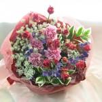 ホワイトレースフラワーとミニバラの花束