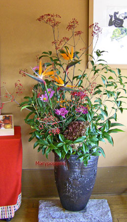 ストレリチアとキンモクセイの活け込花