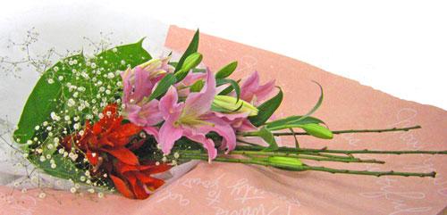 グズマニアと百合の花束