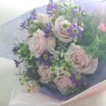 カモミールとバラの花束