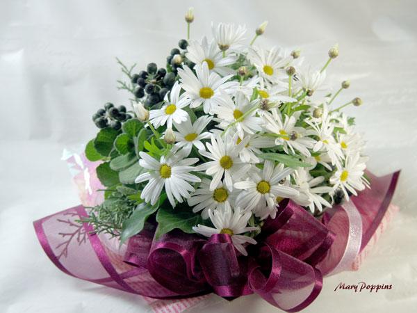 マーガレットとアイビーの花束