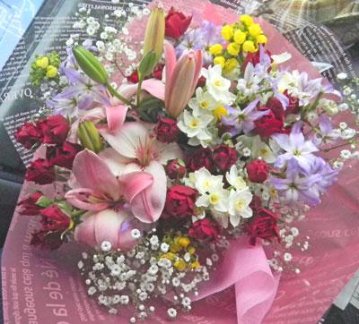 カルセオラリアと百合の花束