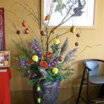 石榴の枝とカラスウリのアレンジ