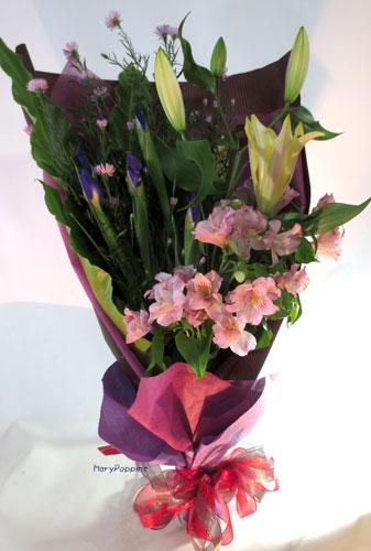 アイリスと百合の花束