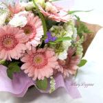 ガーベラとモクセイソウの花束